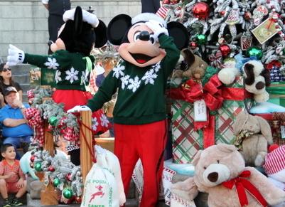 Mickey Christmas Parade