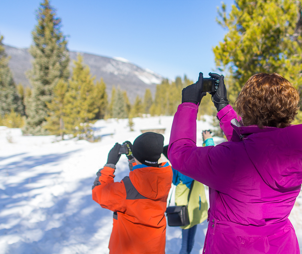 Taking pictures of Rocky Mountain National Park with kids