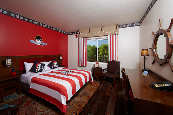 Family suites in San Diego - the LEGOLAND Hotel Pirate Room