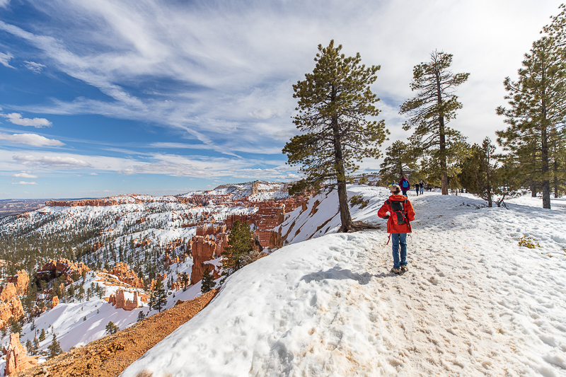 A snowy hike along the Rim Trail of Bryce Canyon National Park