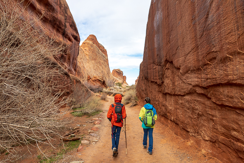 Hiking in Arches National Park - big 5 National Parks Utah