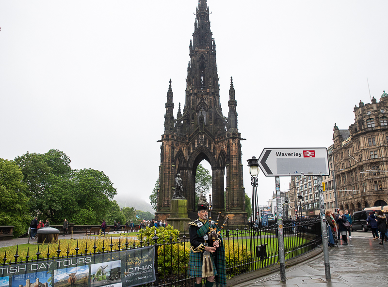 A Scottish bag piper - things to see in Edinburgh