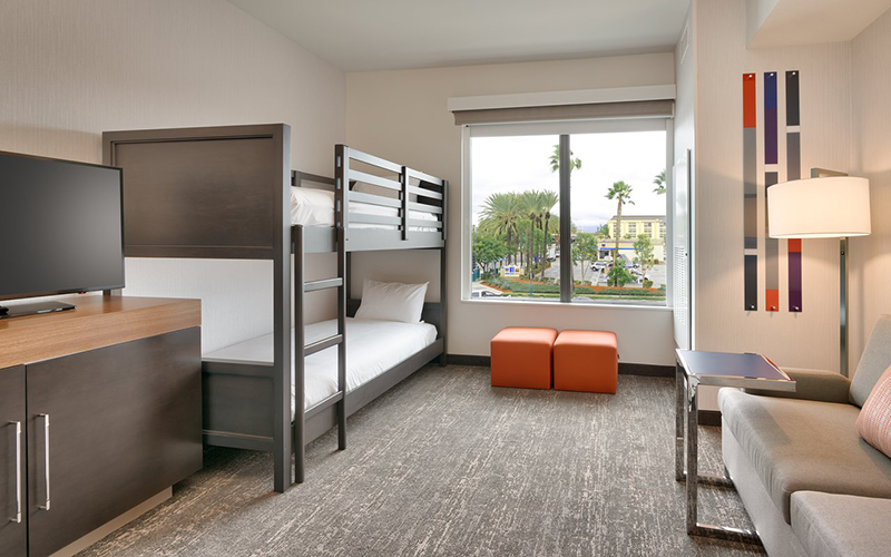 Hampton Inn and Suites - Hotels within walking distance to Disneyland
